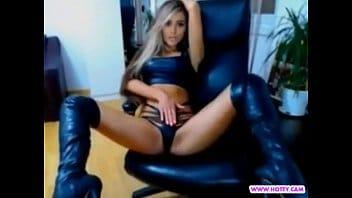Latina linda fogosa fazendo anal