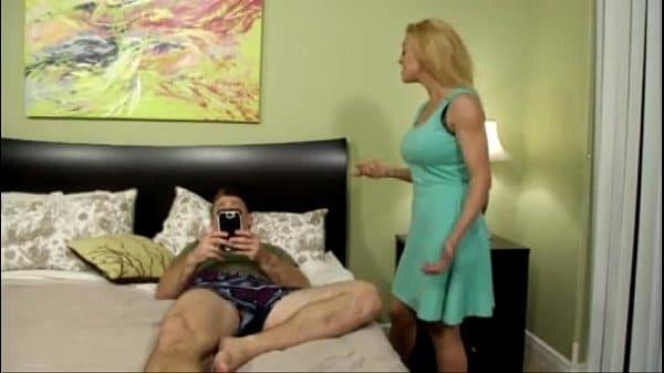 Mãe e filho fodendo incesto