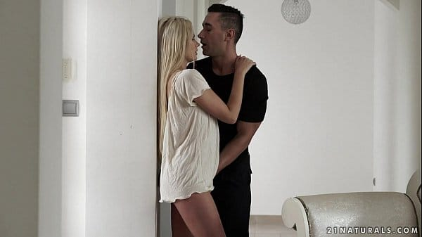 Fodendo a namorada loirinha