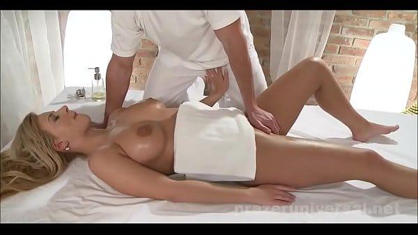 Foi fazer massagem e acabou dando pro massagista