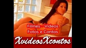 Loira peituda masturbando na webcam