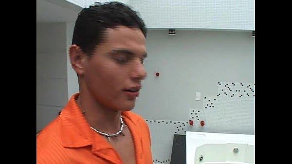 Namorados gays transando na banheira