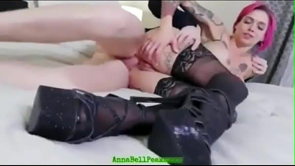Ashley Fires dando o cuzinho