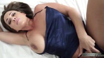 Loira dos peitos enormes na cam