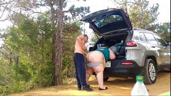 Comendo a gordinha no carro