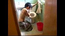 Comendo prima bêbada dentro do banheiro