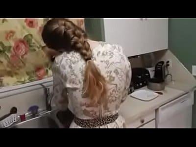 Comendo buceta da irmã gostosa na cozinha