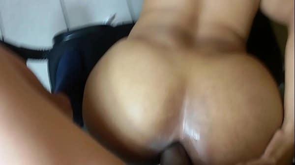 Mulher transando gostoso com priminho dotado