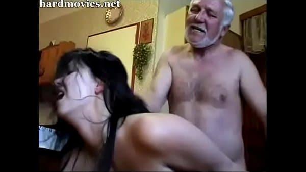 Neta é forçada a transar pelo avô