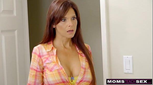 Filmes pornos mamae safada fudendo com seu filho bem dotado