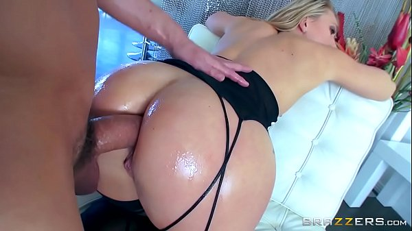 Hislut porno anal loira gostosa rabuda dando o cuzão