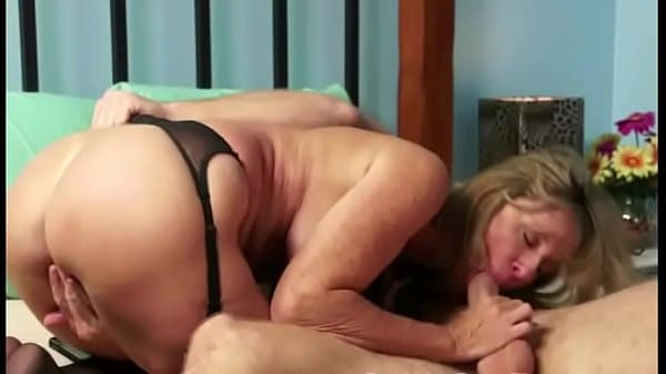 Mãe gostosa do xvideo transando com seu filho bem dotado