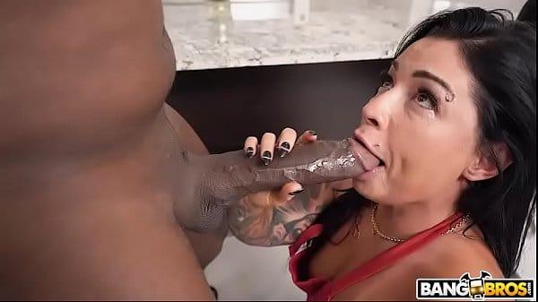 Sexo com café brasileira gostosa tomando no cu