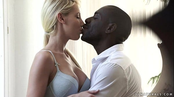 Porno Spankbang com negão e loira gostosa dando cu