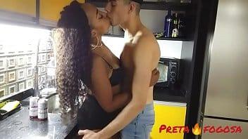 Porno Brasil com morena gostosa dando o cuzinho