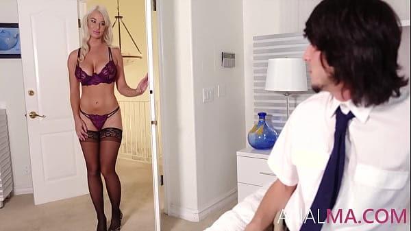 Uma mãe teve seu video adulto transando com o filho